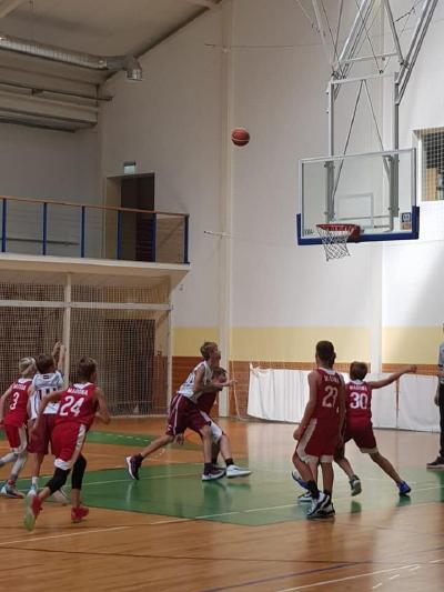 Basketbola turnīrā Smiltenē.